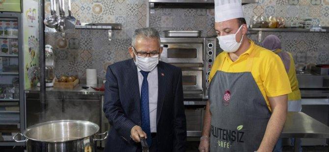 Başkan Büyükkılıç'tan Glutensiz Kafe'ye ziyaret
