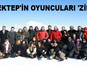 TAŞ MEKTEP'İN OYUNCULARI 'ZİRVE'DE
