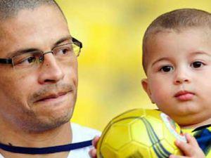 Oğlu 'Fenerbahçe' dedi, Alex ağladı!