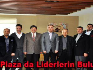 Kınaş Plaza da Liderlerin Buluşması