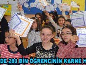 KAYSERİ'DE 280 BİN ÖĞRENCİ KARNE ALDI