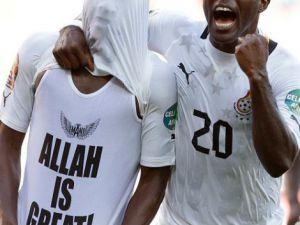 Tişörtteki 'Allah' yazısına sarı kart cezası! VİDEO