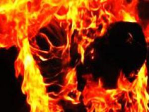 Mahkum kendini ateşe verdi!