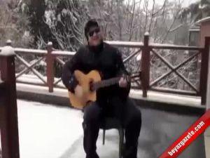 Şahan Gökbakar 'Karlar Düşer' Şarkısıyla Yine Kırdı Geçirdi