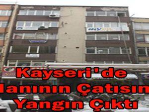 Kayseri'de İş Hanının Çatısında  Yangın Çıktı
