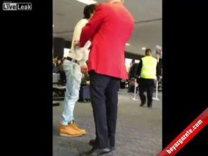 Ünlü oyuncu havaalanında işedi