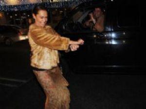 Hülya Avşar trafikte Gangnam Style dansı yaptı!