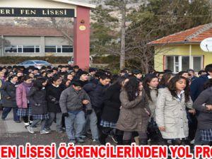 KAYSERİ FEN LİSESİ ÖĞRENCİLERİNDEN YOL PROTESTOSU
