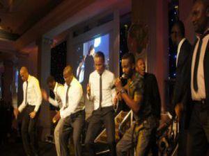 Sahnedede Didier Drogba'dan dans şov!
