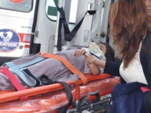 Kayseri'de Trafik Kazası Araç Takla Attı 5 Yaralı