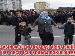 KAYSERİ'DE TRAFİK KAZASINDA ÖLEN ARKADAŞLARINA SAHİP ÇIKTILAR