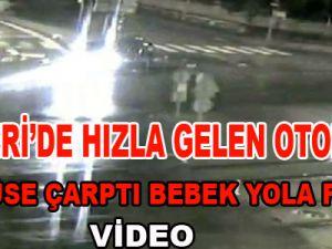 Kayseri'de Araçtaki bebek yola böyle fırladı-video