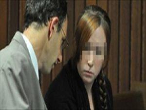 Yakın arkadışının 13 yaşındaki oğluyla seks yaparken yakalanan kadın