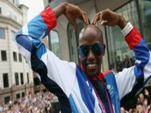Bolt, ilginç gözlükleri ve Gangnam Style!