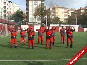 """Türk Temizlik İşçilerinden """"Gangnam Style"""" Dansı"""