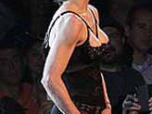 Madonna Bu kez sahnede masturbasyon yaptı