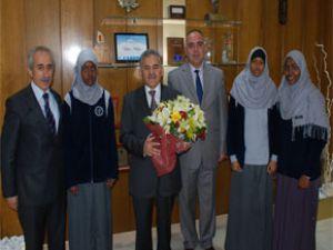 Somalili  öğrenciler Başkan Memduh Büyükkılıç'ı makamında ziyaret ettiler