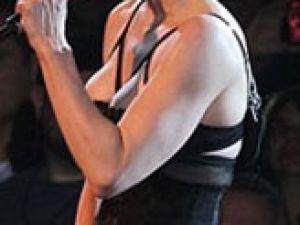 Madonna Önce pantolonunu çıkardı...