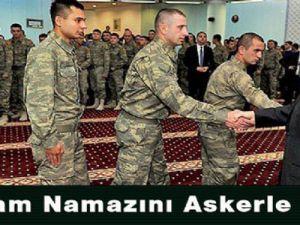 Abdullah Gül, bayram namazını Muhafız Alayı Süngülü Cami'de kıldı.