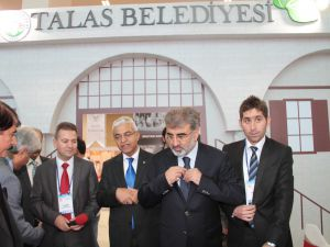 Bakan Yıldız KADİM KENT'te Talas Belediyesi'nin Standını İnceledi