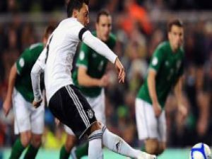 Mesut attı Almanya İrlanda'ya patladı: 1-6