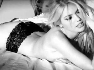 Kate Upton'dan büyüleyen pozlar! VİDEO