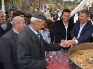 Kayseri Şeker Hunat'ta aşure dağıttı