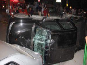 Bursa'da Taksinin üzerine kamyonet devrildi-video