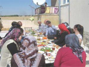 Başkan Mehmet Özmen Kahvaltıda Vatandaşla Bir Araya Geldi