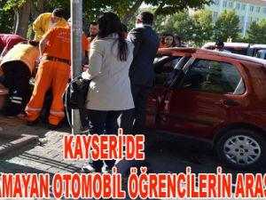KAYSERİ'DE VİRAJI ALAMAYAN OTOMOBİL ÖĞRENCİLERİN ARASINA DALDI