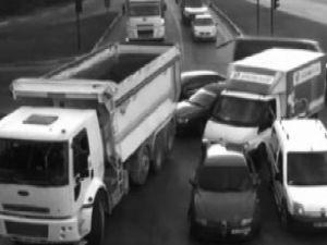 Trafik kazaları kameraya takıldı-video