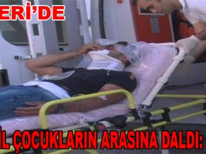 KAYSERİ'DE OTOMOBİL ÇOCUKLARIN ARASINA DALDI: 6 YARALI