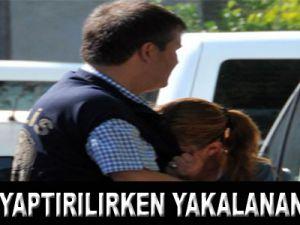 Polise sarılıp ağladı
