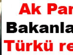 Ak Partili bakanlardan türkü resitali