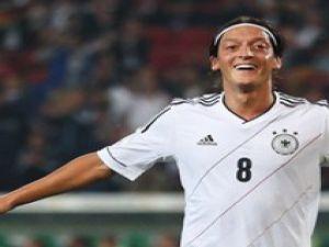 Almanya Brezilya yolunda Mesut'la coştu-video