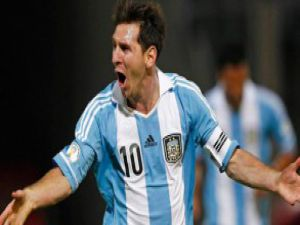 Lionel Messi'den mükemmel frikik golü-video