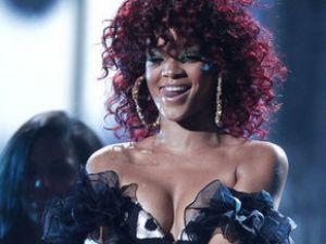 Rihanna gece kulübünde masa kırdı