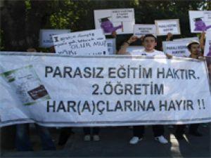 KAYSERİ'DE ÖĞRENCİLERDEN KATKI PAYI PROTESTOSU