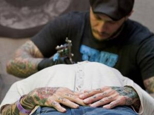 Dövme yaptırmak caiz mi?