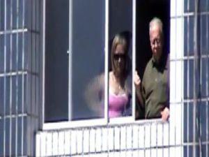 Sahadan çekilen şut dairenin camını kırdı-video