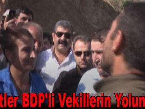 Teröristler BDP'li vekillerin yolunu kesti