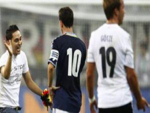 Messi'ye dokunan Türk çıldırdı-video