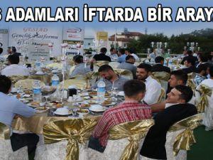 GENÇ İŞ ADAMLARI İFTARDA BİR ARAYA GELDİ