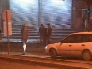Yol kestiler, PKK marşı okuyup ateşe verdiler! Video