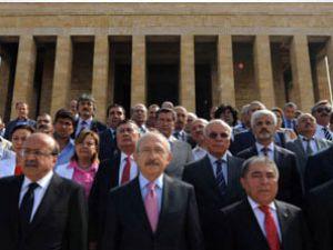 Kılıçdaroğlu yeni MYK'yı alıp Anıtkabir'e çıktı
