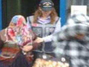 Kızıyla birlikte hırsızlıkta yakalandı-video