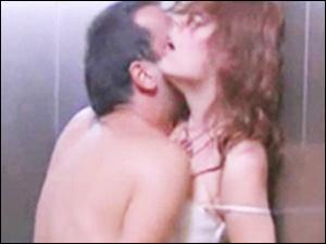 Asansörde seks şantajı