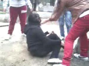 Liseli kızların mezarlıkta işkence dehşeti! VİDEO