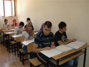KAYSERİ'DE AMALAR KABARTMA HARFLERLE KURAN ÖĞRENİYOR