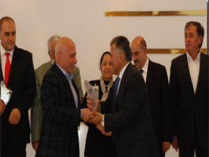 Hayırsever Belediye Başkanı Memduh Büyükkılıç'a Plaket Verildi…